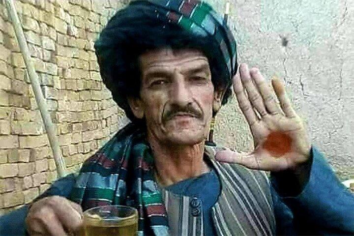 تصاویری از لحظه بازداشت کمدین مشهور افغان توسط طالبان / فیلم