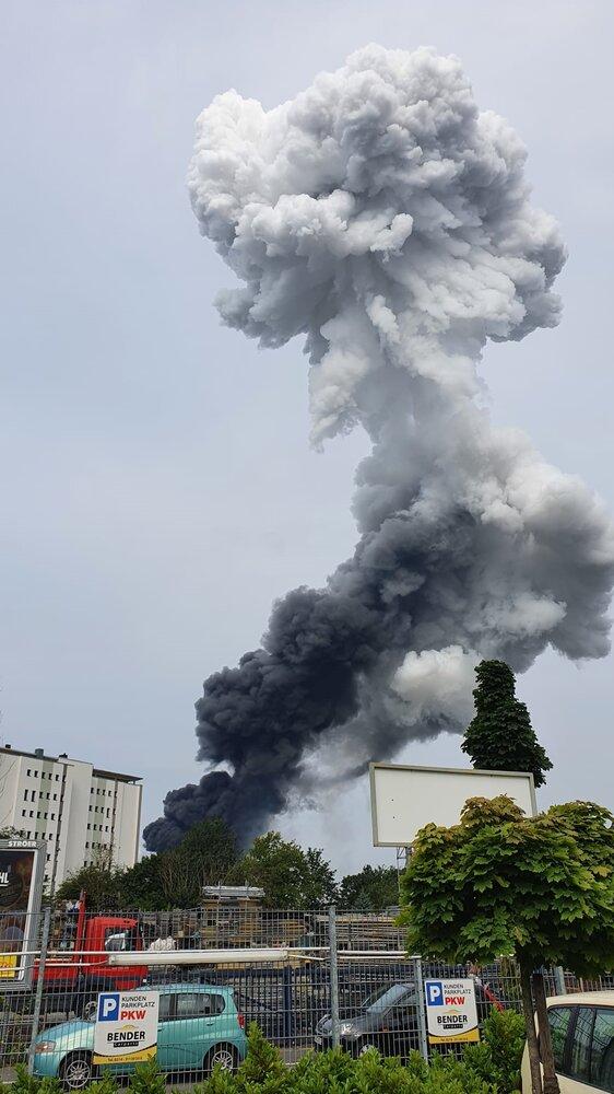 انفجار شدید در کارخانه مواد شیمیایی آلمان + ویدئو و عکس