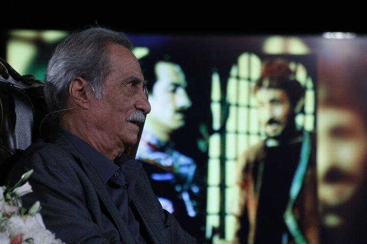 ۲۵ سال خدمت خالصانه در جوار حضرت رضا (ع)/ سیاوش طهمورث: دوست دارم ۵۰۰ سال عمر کنم تا نقش های بیشتری را بازی کنم