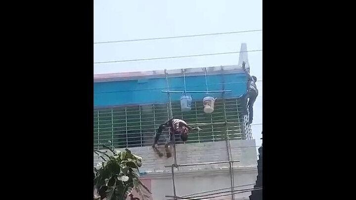 ویدیو دردناک از لحظه خشک شدن کارگر هندی به دلیل برق گرفتگی