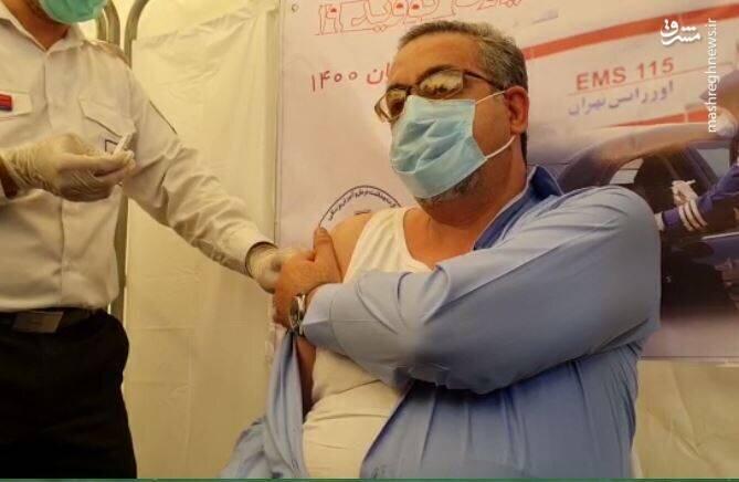 لحظه تزریق واکسن پاستور توسط کیانوش جهانپور / فیلم
