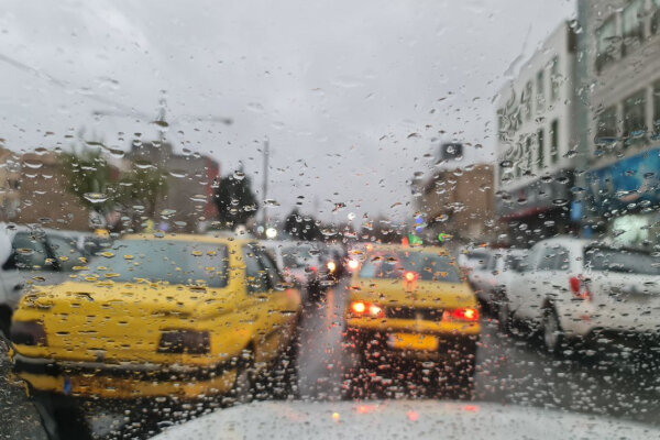 بارش باران و لغزندگی جاده در محور چالوس