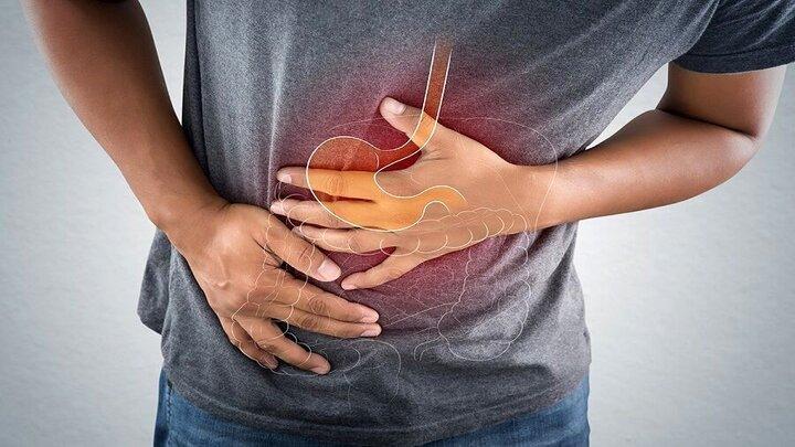 علائم زخم معده که از آن بیاطلاعید؛ از حالت تهوع و استفراغ تا درد کمر و قفسه سینه