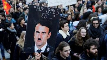 امانوئل ماکرون با چهره هیتلر! / عکس