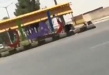 نجات کودک در حال غرق توسط پلیسهای راهور در زاهدان / فیلم