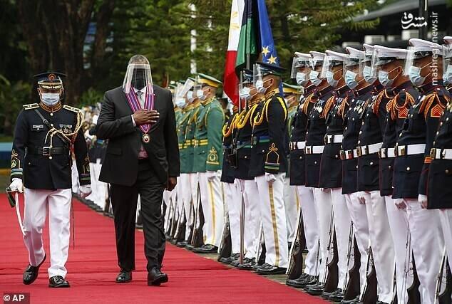 ماسک عجیب وزیر دفاع آمریکا سوژه شد / عکس