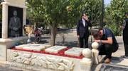اشک های یحیی گل محمدی بر سر مزار انصاریان / فیلم