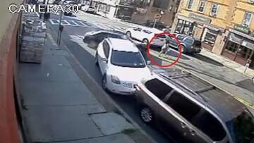 لحظه هولناک بیرون زنده کشیدن مادر و کودک از زیر خودرو / فیلم