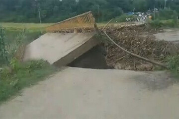 لحظه هولناک تخریب پل امیرده بابل توسط سیل / فیلم