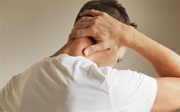 دلیل بروز گردن درد و روشهای تسکین و درمان آن / عکس