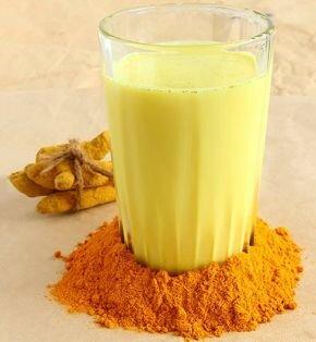 خواص شگفتانگیز شیر زردچوبه؛ از درمان فشار خون و مشکلات پوستی تا تصفیه کننده و سمزدایی کبد