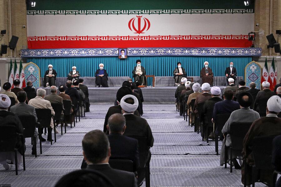 عکس اینستاگرام سایت رهبر انقلاب از مراسم تنفیذ ابراهیم رئیسی