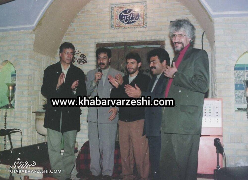 عکس قدیمی از ناصر حجازی و امیر قلعه نویی در یک سفره خانه سنتی!