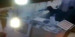 لحظه وحشتناک سرقت مسلحانه از یک طلافروشی در پلدختر / فیلم