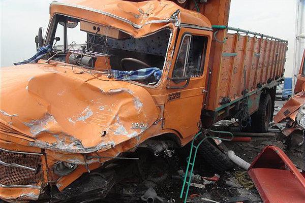 ترافیک سنگین جاده شهریار به دلیل تصادف کامیون و پیکان وانت