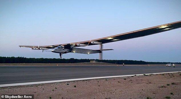 ساخت هواپیما خورشیدی با قابلیت ۹۰ ساعت پرواز در آسمان / عکس