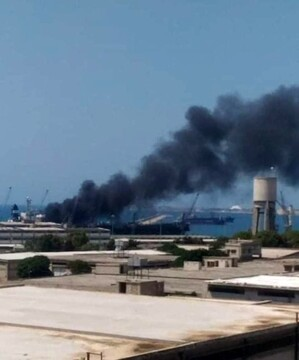 آتش گرفتن یک کشتی تجاری در بندر لاذقیه