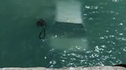 شیرجه خودروی ال ۹۰ به دریا با دو سرنشین! /عکس
