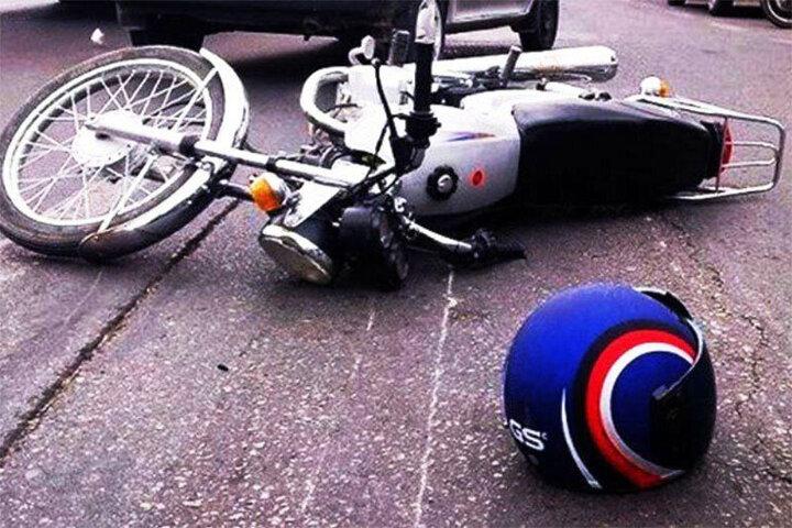 تصادف مرگبار موتورسوار خراسانی به دلیل اشتباه مرگبار راننده تراکتور / فیلم