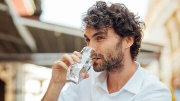 ۵ تاثیر شگفت انگیز نوشیدن آب بر روی مغز!