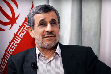 تیپ متفاوت احمدینژاد در جلسه مجمع تشخیص / عکس