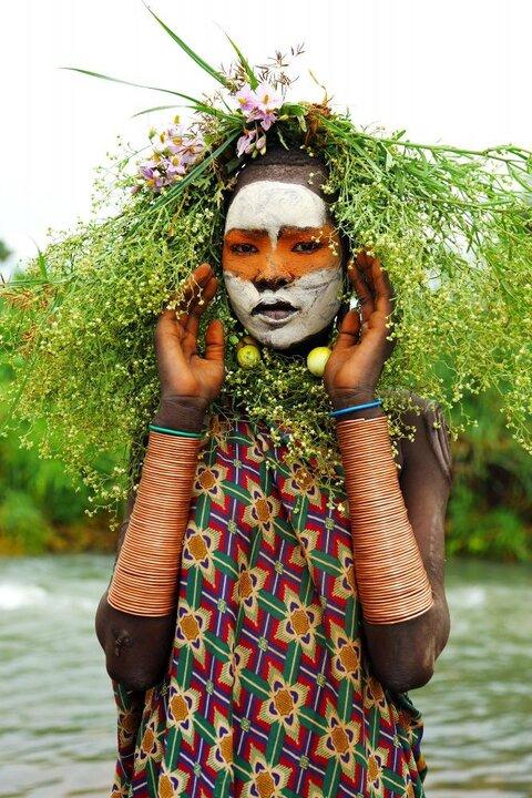 عجایبی درباره قبیله سورما اتیوپی / چگونه زنان این قبیله با زشت کردن خود از برده شدن جلوگیری میکردند