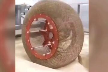 رونمایی از چرخهایی که نه پنچر میشود و نه کمباد! / فیلم