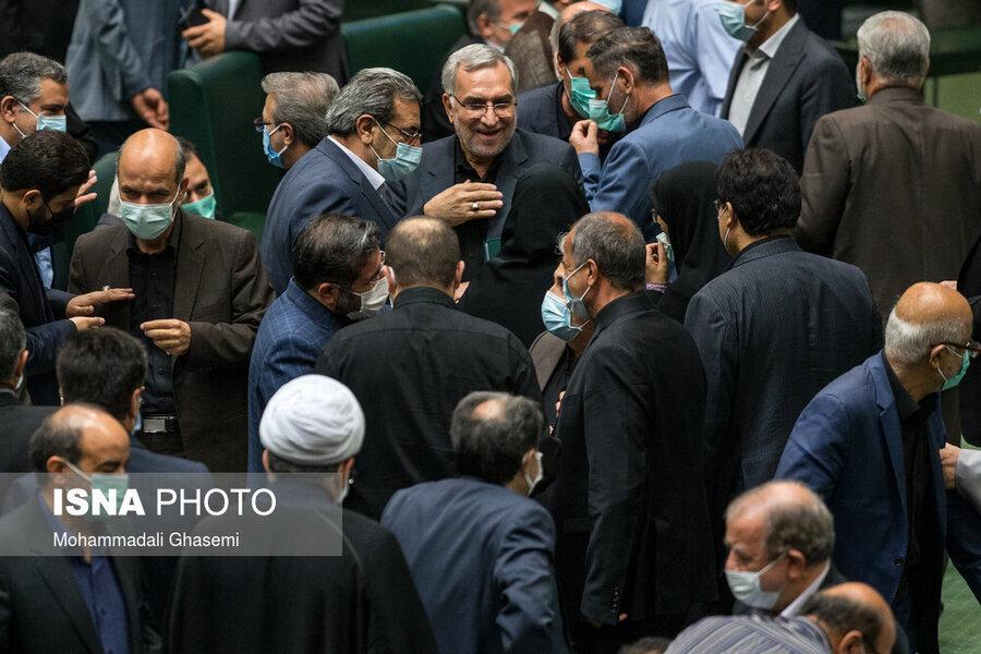 تصاویر |  حضور بدون ماسک وزیر پیشنهادی بهداشت در صحن