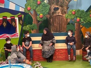 عذرا وکیلی از تفاوتهای اجرای تلویزیونی با رادیو میگوید