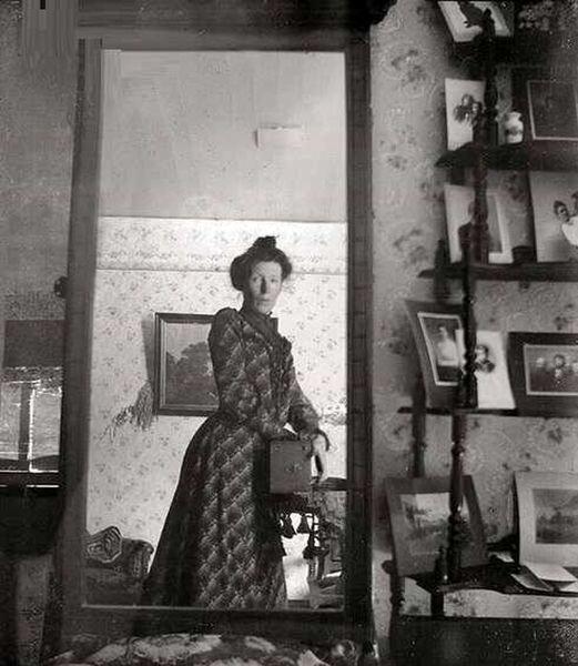 نخستین عکس سلفی جهان توسط این زن گرفته شد! / عکس