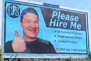 روش عجیب یک جوان برای پیدا کردن شغل! / فیلم