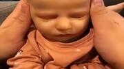 ویدیو بهظاهر ترسناک از لحظه لهکردن صورت نوزاد توسط زن!