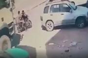 عبور وحشتناک کامیون از روی سر دو جوان موتورسوار / فیلم
