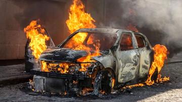 دستگیری عامل آتش زدن عمدی خودروهای شهرک بروجردی تهران / فیلم