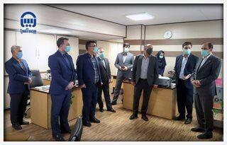 مدیرعامل بیمه آسیا با حضور در محل کار کارکنان، با آنها به گفتوگو پرداخت