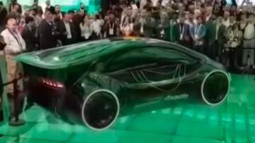 ویدیوی حیرتانگیز از پرواز خودرو پرنده بدون بال در امارات