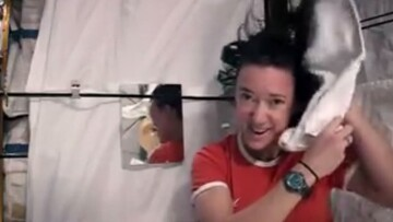 ویدیو تماشایی و دیده نشده از شستن موی سر در فضا