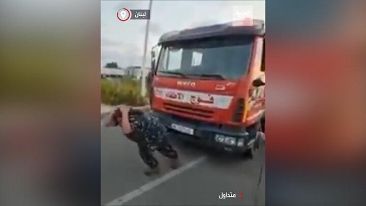 بکسل کردن کامیون ۱۲تنی با موی سر توسط مرد لبنانی! / فیلم