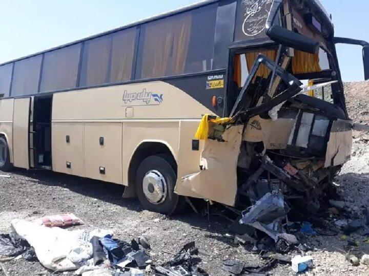 تصادف مرگبار اتوبوس و تریلی در خراسان جنوبی / ۱۷ نفر کشته و زخمی شدند
