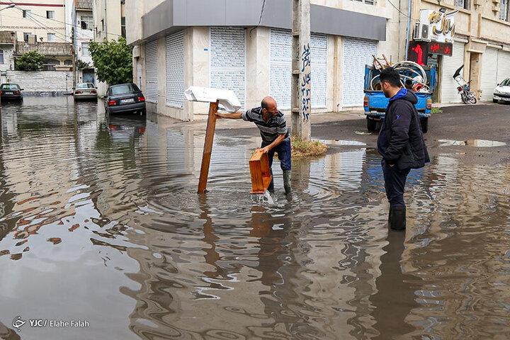 آب گرفتگی عجیب معابر رشت پس از چند ساعت بارندگی / فیلم