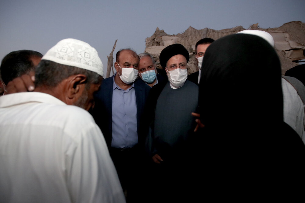 بازدید رییسجمهور از حاشیهنشینان چابهار / تصاویر