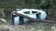 ویدیو هولناک از سقوط مرگبار خودرو ال ۹۰ به ته دره / فیلم