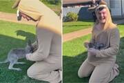 گول زدن بچه کانگرو با لباس مبدل کانگرویی! / فیلم