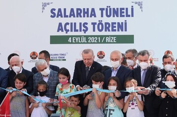 حرکت زشت اردوغان با یک پسربچه جنجالی شد / عکس