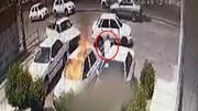 آتش زدن عجیب پراید توسط مرد موتورسوار در روز روشن / فیلم