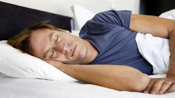 با این چند روش راحت بخوابید + ترفندها