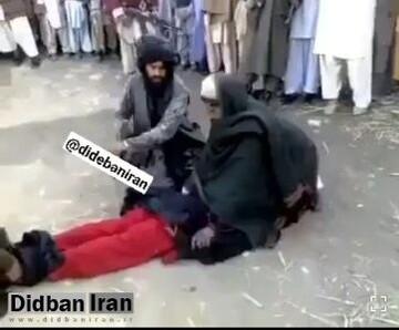 صحنه دلخراش شلاق زدن زنان در ملاعام توسط طالبان / فیلم