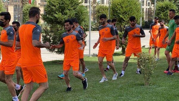 شاگردان گلمحمدی در محوطه هتل تمرین کردند / عکس