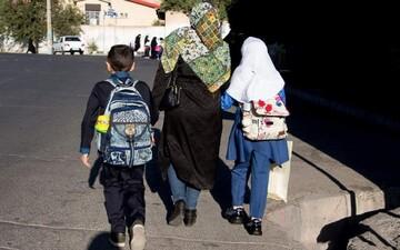 ماجرای عدم تحویل کارنامه به مادران دانش آموزان