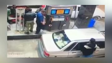 لحظه سرقت گوشی همراه در پمپ بنزین / فیلم